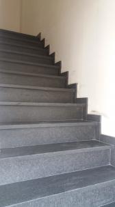Project met trappen natuursteen
